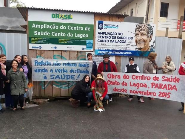 Obras estão paradas há meses, segundo moradores (Foto: Alexandre Vieira/Divulgação)