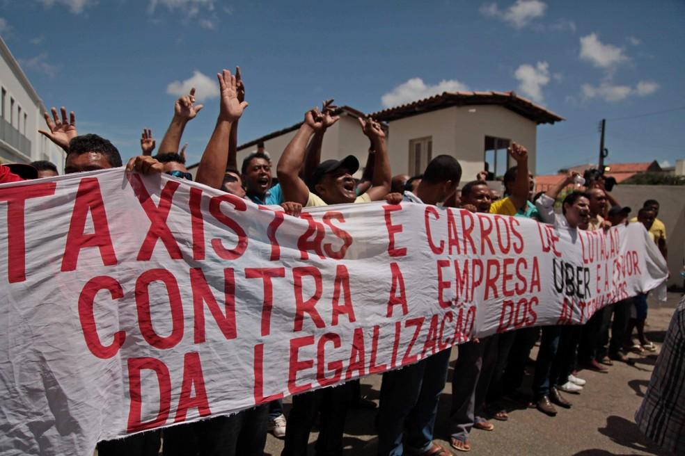 Taxistas fizeram pressão pela promulgação da lei que proíbe serviços do Uber em São Luís (Foto: Flora Dolores / O Estado)