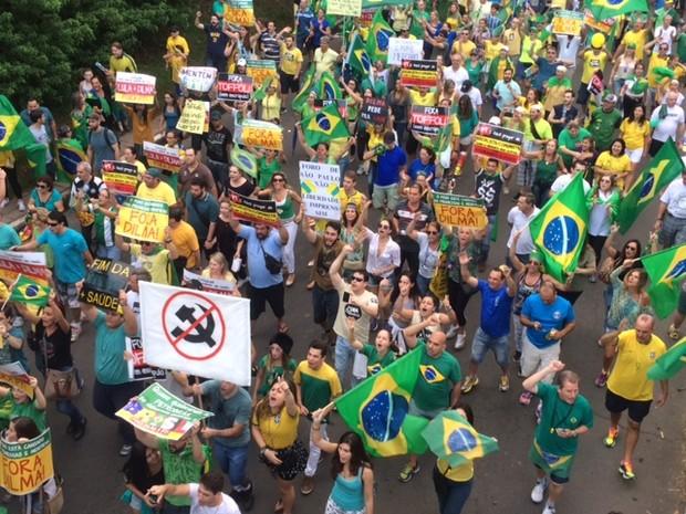 Protesto continua na Av. Goethe em Porto Alegre (Foto: Fabio Almeida/RBS TV)