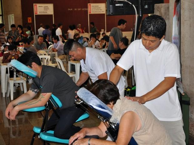 Evento tinha até área de massagem para participantes relaxarem (Foto: Felipe Bastos/G1 MS)