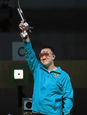 Felipe Wu cumprimenta a torcida (Foto: Sam Greenwood/GettyImages)