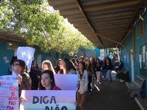 Estudantes realizaram protesto na escola  (Foto: Yasmim Fiorentino/ Arquivo Pessoal)