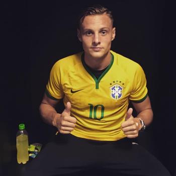 Robert Bauer Instagram