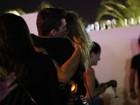 Dani Winits e namorado se rendem aos amassos no Rock in Rio