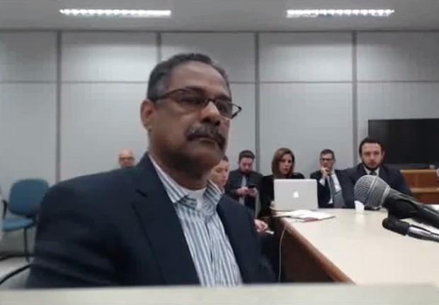 O ex-gerente da Petrobras Roberto Gonçalves presta depoimento ao juiz Moro (Foto: Reprodução/YouTube)