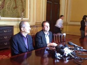 Aldo Rebelo e Paes conversaram com a imprensa após reunião operacional (Foto: Guilherme Brito)