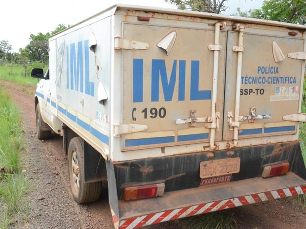 Corpos foram levados para o IML (Foto: Dennis Tavares/SSP/Divulgação)