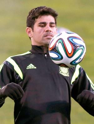 63b7d34d95 Diego Costa no treino da Espanha (Foto  Reuters) Diego Costa é convocado ...