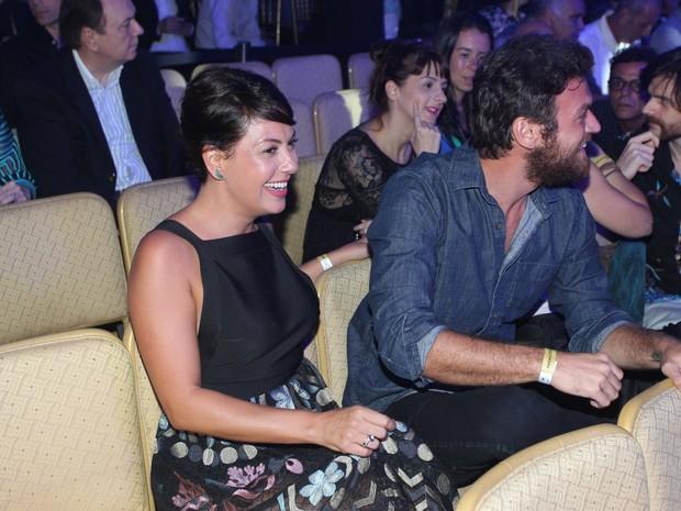 Fabíula Nascimento e Emilio Dantas em prêmio de teatro na Zona Sul do Rio (Foto: Marcello Sá Barretto/ Ag. News)