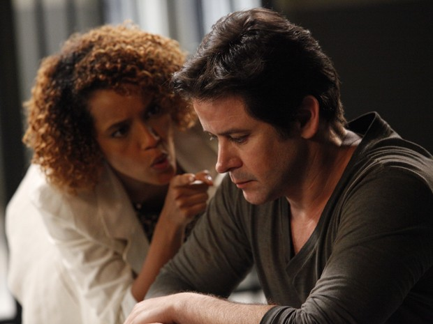 Verônica visita Jonas na prisão e discute feio com ex (Foto: Raphael Dias/TV Globo)