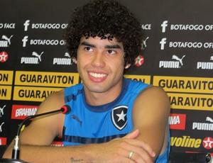 Bruno Mendes na coletiva do Botafogo (Foto: Raphael Marinho / Globoesporte.com)