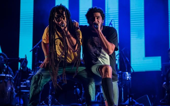 Criolo e Rael dividem o palco no João Rock 2016 (Foto: Mateus Rigola/Gshow)