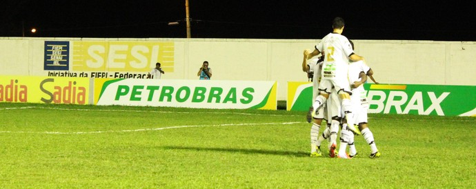 parnahyba x ceará na estreia da Copa do Brasil 2014 (Foto: Josiel Martins)