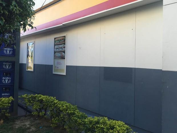 Local onde atletas praticaram atos de vandalismo (Foto: Patricia Teixeira/G1)