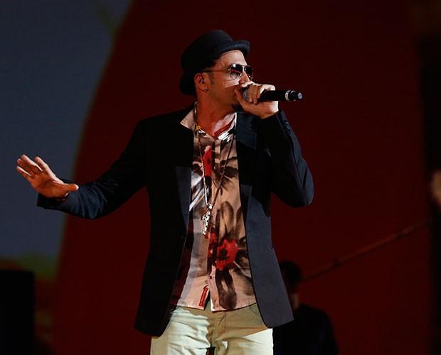 Latino também subiu ao palco (Foto: Raphael Dias / Gshow)
