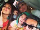 Flávia Alessandra curte o domingo em família