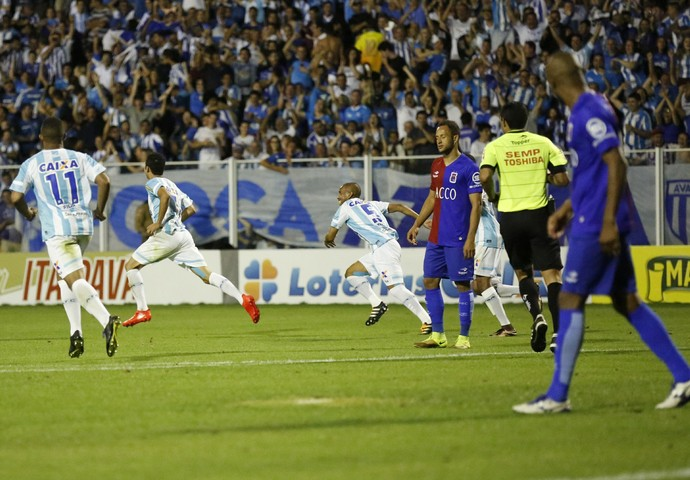 Renato Avaí x Paraná (Foto:  FERNANDO REMOR/MAFALDA PRESS/ESTADÃO CONTEÚDO)