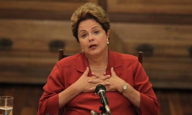 Dilma Rousseff durante entrevista sobre a sua campanha (Foto: Ailton de Freitas / Agência O Globo)