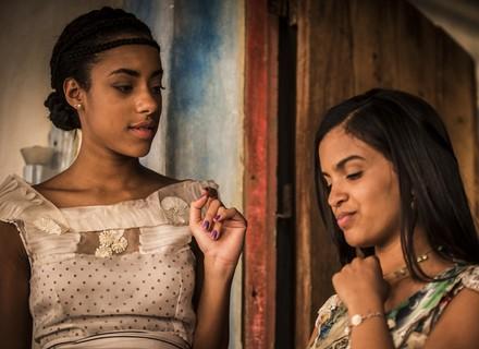 Isabel põe Sophie contra a parede com insinuação sobre romance