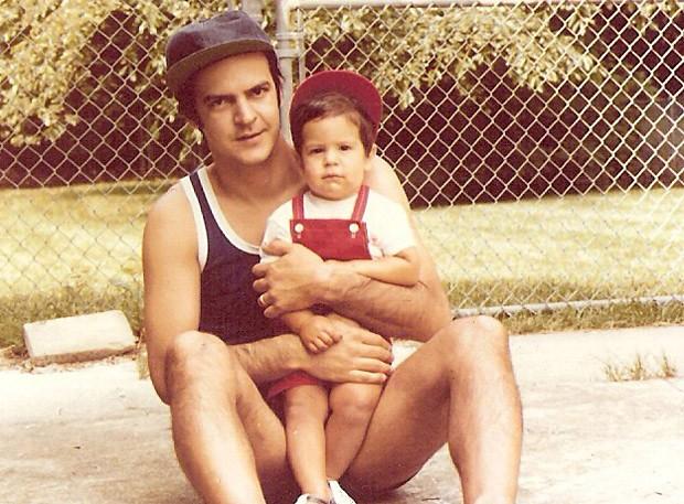 Mateus Solano com o pai, João Solano, na infância e em foto recente (Foto: Reprodução/Instagram)
