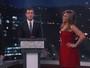 Na TV, Jennifer Aniston faz disputa de palavrões com Lisa Kudrow