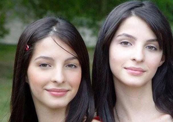 """Giselle (à esquerda) e Michelle Batista como Clara e Clarissa em """"Malhação"""" (Foto: TV Globo)"""