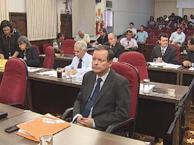 Vereadores polemizaram texto enviado pela prefeitura (Foto: Reprodução TV TEM)