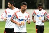 Artilheiro do Fla no Brasileiro, Eduardo se coloca à disposição para Luxa