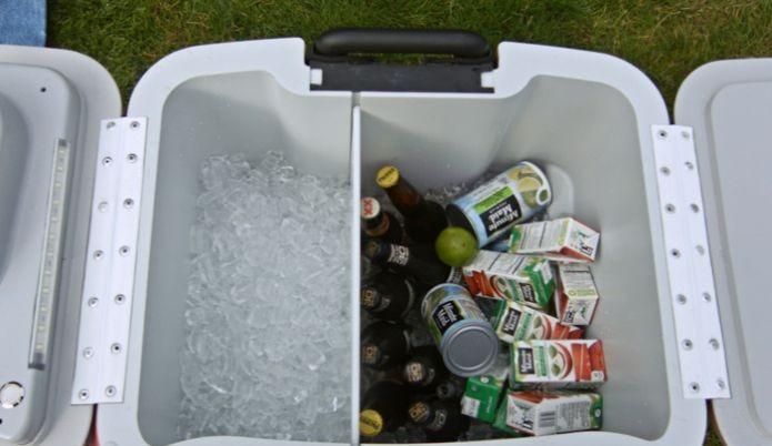 Além dos recursos, o cooler também serve pro básico, como estocar gelo e bebidas (Foto: Reprodução/Kickstarter)