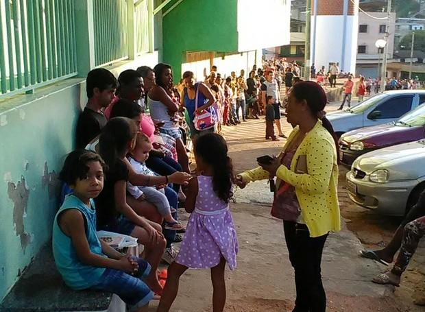 Filas para vacinação contra febre amarela estavam enormes em Caratinga (Foto: Adenilson Geraldo / Arquivo Pessoal)
