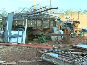 Área doada pela Prefeitura para empresa está abandonada em Araraquara (Foto: Felipe Lazzarotto/ EPTV)