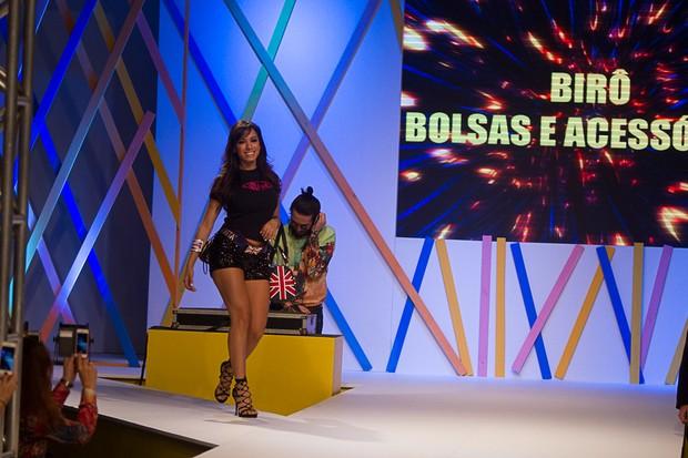Anitta desfila em São PAulo (Foto: Amauri Nehn / Foto Rio News)