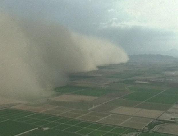 Tempestade de areia de 20 km atinge os EUA (Foto: BBC)