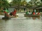 Barcos com donativos para vítimas de enchentes viram no Rio Acre