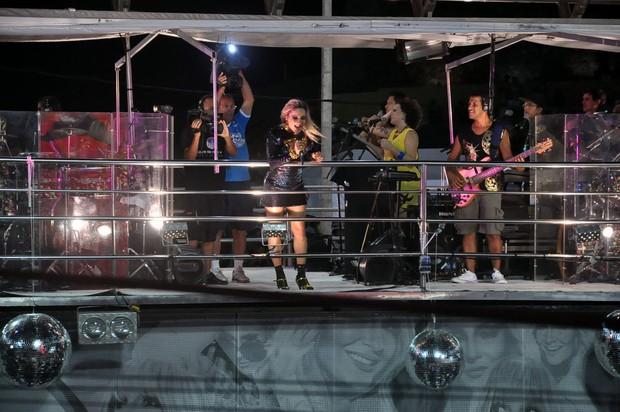 Claudia Leitte se apresenta no trio em Salvador (Foto: Joilson César / Ag Haack)