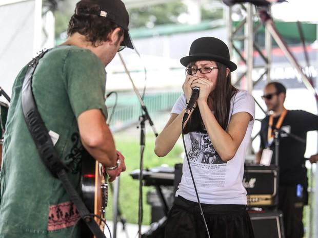 Sarah Messias, brasileira de apenas 14 anos de idade, se apresenta no festival (Foto: Raul Zito/G1)
