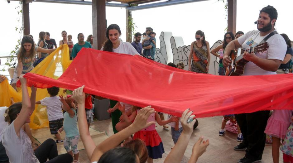 Equipe de recreadores elabora atividades educativas para os convidados. (Foto: Divulgação)