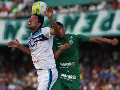 Nando tenta cabeceio - São Bento 0 x 0 Guarani (Foto: Jesus Vicente)