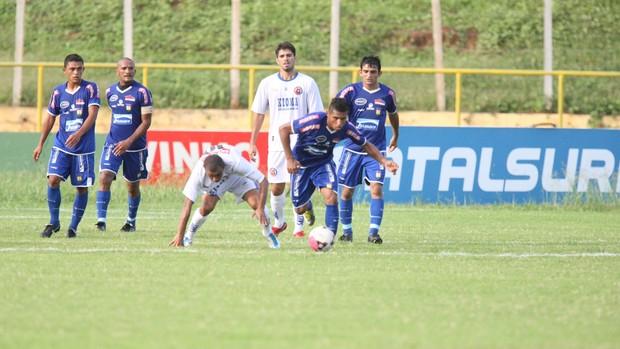 Crato x Tiradentes pela 11ª rodada do Campeonato Cearense de 2012 (Foto: Normando Sorácles/ Ag. Miséria de Comunicação)