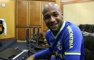 Fellipe Bastos, volante do Grêmio (Foto: Diego Guichard)