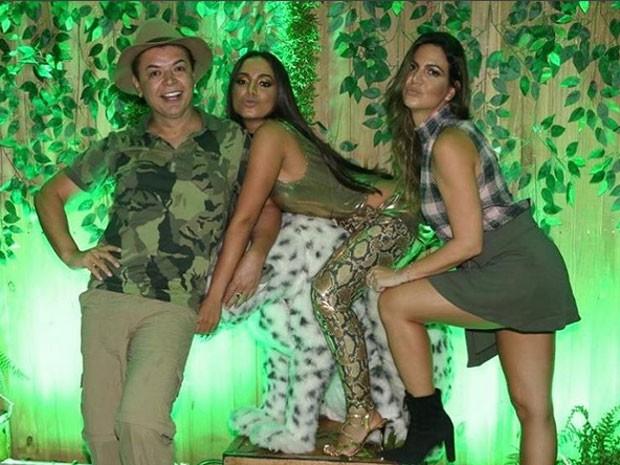 David Brazil, Anitta e Carol sampaio na festa da cantora no Rio (Foto: Instagram/ Reprodução)