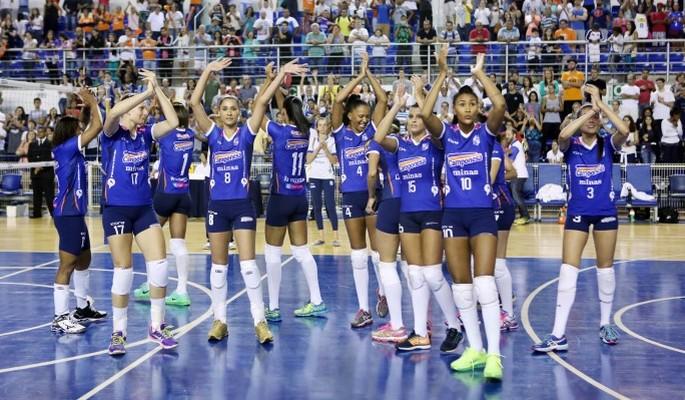 Minas estreou novo uniforme na partida contra o Rio do Sul (Foto: Orlando Bento / Minas Tênis)