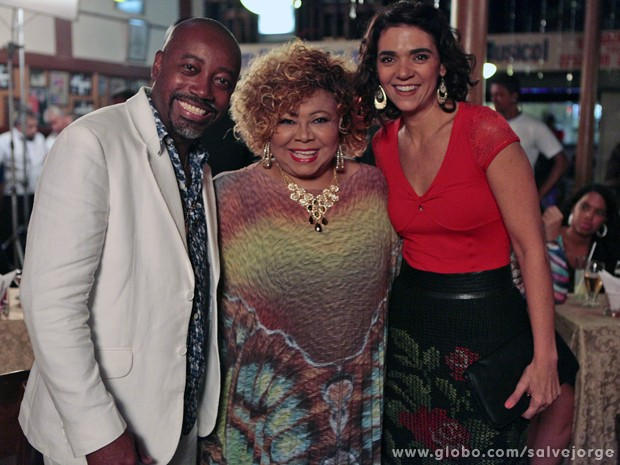 Nando Cunha e Solange Badim posam ao lado de Alcione (Foto: Salve Jorge/TV Globo)