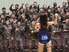 Soldados sul-coreanos dançam  'Gangnam Style' em cerimônia
