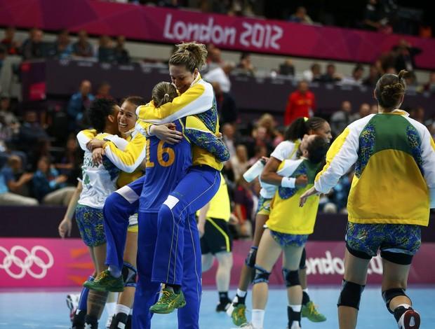 Seleção feminina de handebol do Brasil vence Montenegro nos Jogos Olímpicos de Londres (Foto: Reuters)