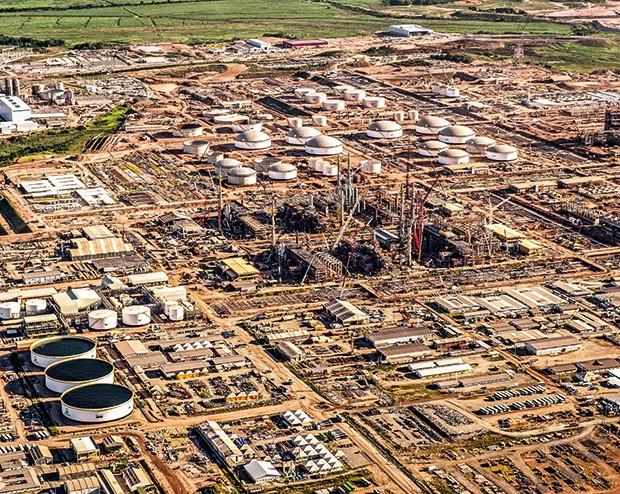Empresa;Petrobras;Refinaria Abreu e Lima, em Pernambuco (Foto: Yasuyoshi Chiba/AFP PHOTO)