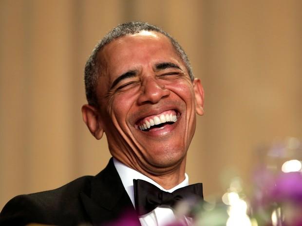 O presidente dos Estados Unidos, Barack Obama, ri durante jantar para jornalistas correspondentes da Casa Branca (Foto: Yuri Gripas/Reuters)