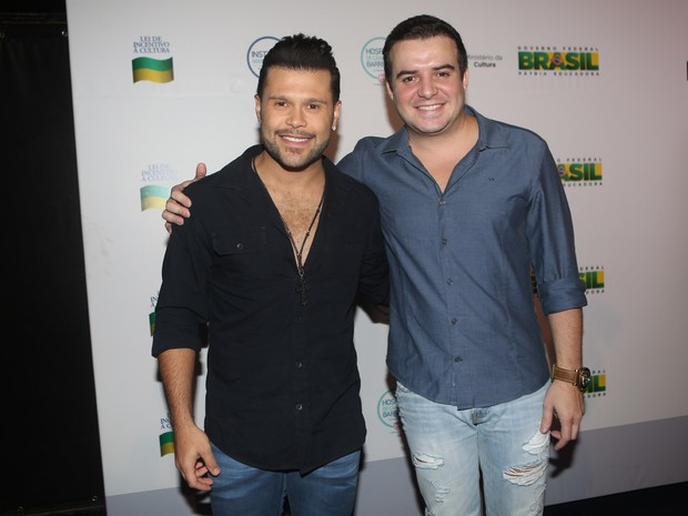 Marcos e Belutti em bastidores de gravação de DVD em São Paulo (Foto: Iwi Onodera/ EGO)