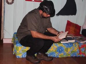 Leituras foram feitas durante Sarau (Foto: Suzi Rocha/G1)