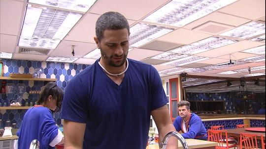 Marcos conversa com Daniel sobre insônia